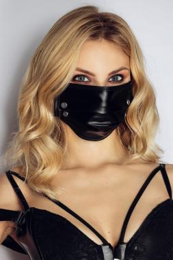 Maske mit Nieten